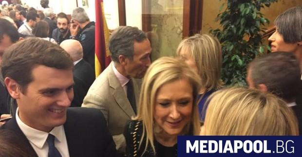 Скандалът, засегнал премиерката на област Мадрид, която се отказа от
