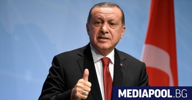 Турският президент Реджеп Тайип Ердоган призова турците да прехвърлят валутните