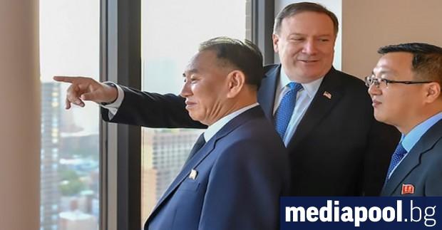 Ким Йон-Чхол (ляво) и Майк Помпейо в Ню ЙоркПредставители на