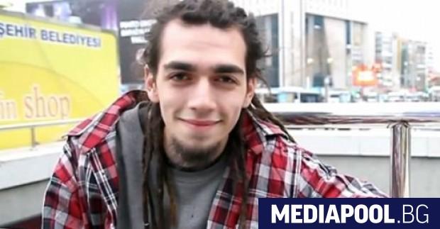 Турският рапър Ежел Популярният турски рапър Ежел е заплашен от