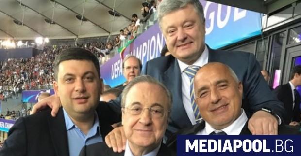 Премиерът Бойко Борисов умело съчета политическите си ангажименти с футболните