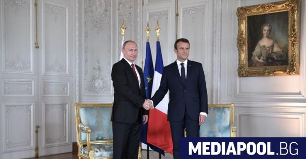 Путин и Макрон по време на миналогодишното посещение на руския