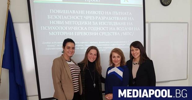 Експертът по пътна безопасност Калина Крумова с учени от БАН