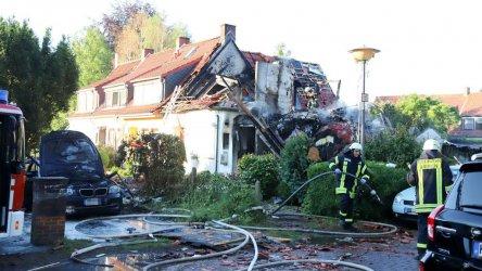 Огромен взрив остави само външните стени на жилищна сграда в Бремен и уби трима