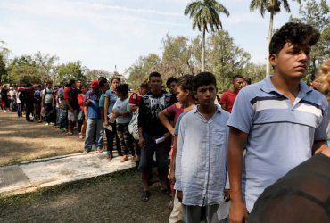 САЩ настаняват 12 000  нелегални имигранти и  децата им във военна база в Тексас
