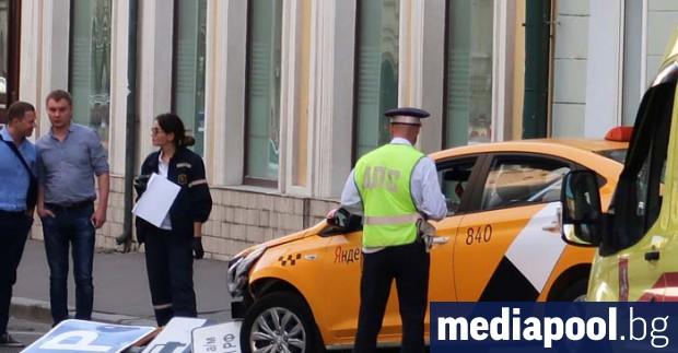 Такси се вряза в пешеходци на Червения площад в Москва