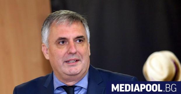 Ивайло Калфин Оставката на социалния министър Бисер Петков бе водевил,