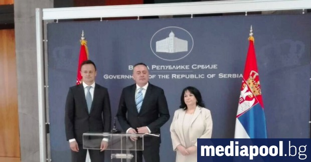 Петкова с колегите си Александър Антич и Петер СияртоБългария е
