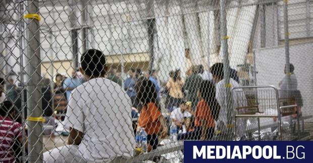 Кадри на медиите в САЩ, които показаха ридаещи деца на