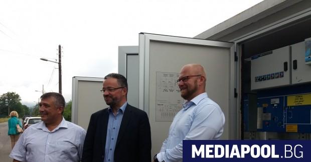 Карел Крал (в средата) участва в откриването на новата подстанция