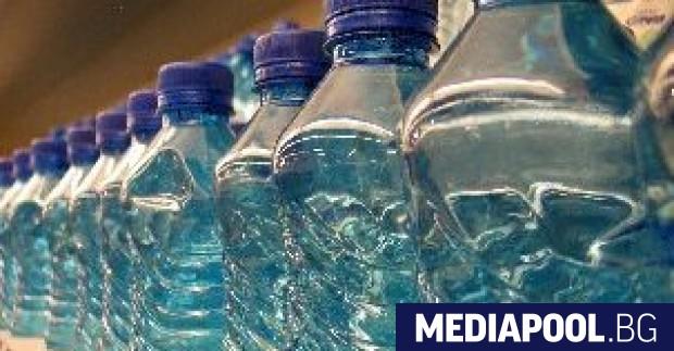 Снимка: Бутилиращите вода ще ползват отново четвърт от РЕТ опаковките си