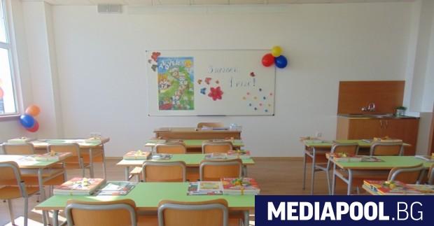 Снимка: Съдба по жребий: Къде да учат първокласниците?