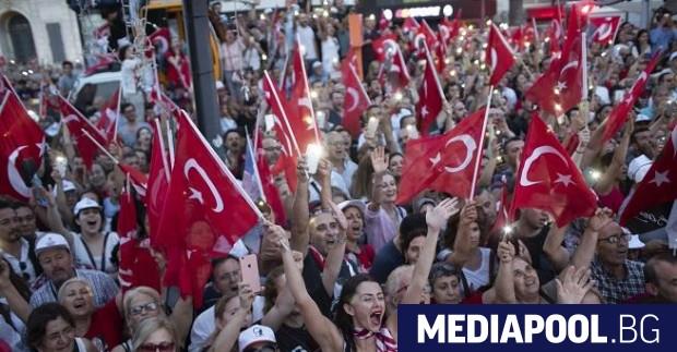 Сн. БГНЕС Десетки хиляди турци подкрепиха в Измир Мухаррем Индже,