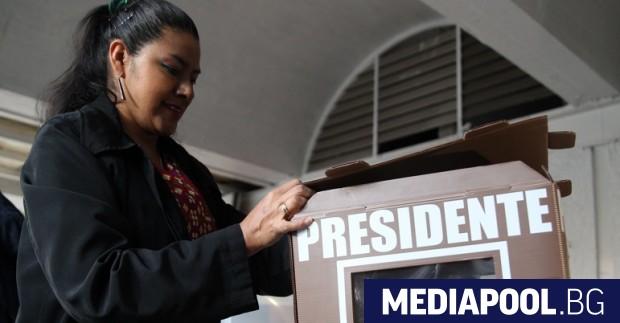 Мексиканците гласува за три вота, сн. ЕПА/БГНЕС В Мексико в