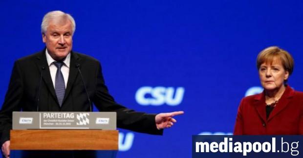 Германският вътрешен министър Хорст Зеехофер няма да отстъпи в спора