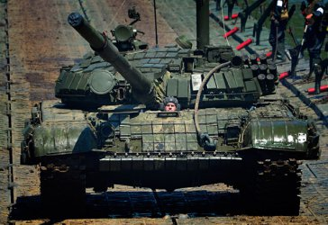 Путин пристига в Белград с танкове и ракети
