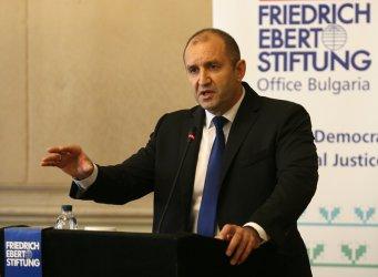 Радев: Кабинетът се посвети на Западните Балкани, но загърби взривоопасни процеси в страната