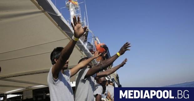 Снимка: Шейсет отхвърлени от Италия и Малта мигранти пристигнаха в Барселона