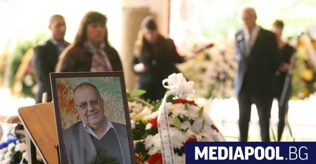 Десетки венци бяха положени пред тялото на Божидар Димитров, сн.