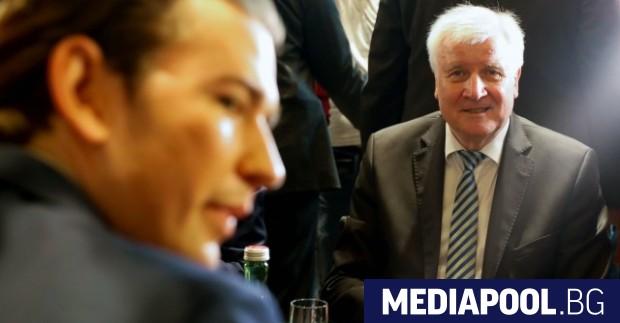 Себастиан Курц (ляво) и Хорст Зеехофер по време на днешната