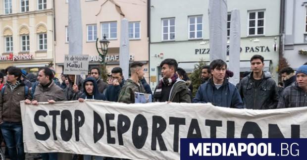 Снимка: Германските власти депортираха най-голямата досега група афганистанци