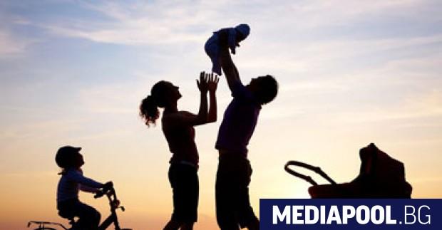 Снимка: Година отпуск при осиновяване на дете до 5 години