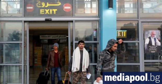 Около 12 000 кандидати за убежище доброволно са напуснали Германия