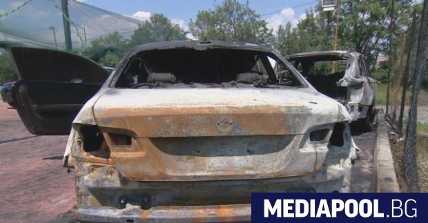 Шест автомобила изгоряха при среднощен палеж в автокъща в столичния