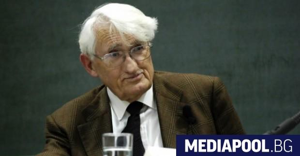 Германският философ и социолог Юрген Хабермас отправи остра критика към