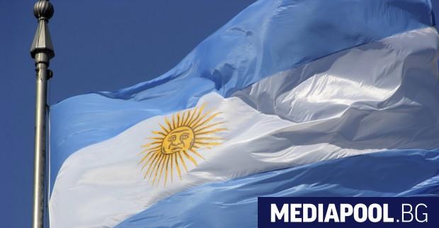 Притиснати от все по-високите цени, аржентинците ограничават разходите си и
