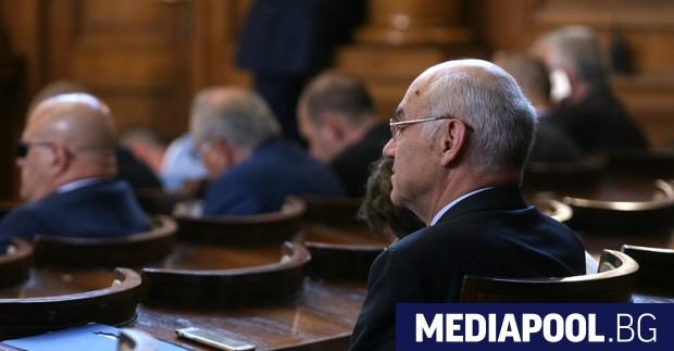 Иван Иванов оцеля при гласуването на искането на БСП за