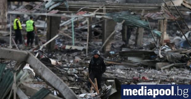 Най-малко 24 души загинаха и 49 са ранени при два
