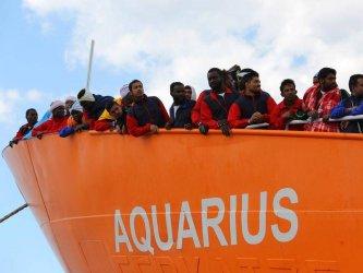 """Каталуния обяви готовност да приеме кораба """"Акуариус"""" със 141 мигранти на борда"""