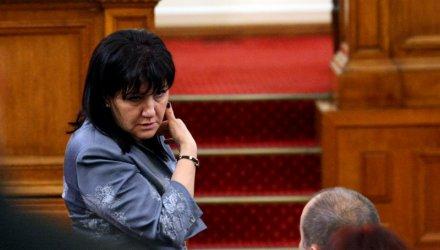 Краянчева заподозря президента, че подготвя политически проект