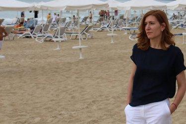 Прокуратурата няма да разследва Ангелкова за плажните клубове в Слънчев бряг