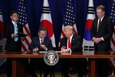 Президентите на САЩ и на Южна Корея подписаха търговско споразумение