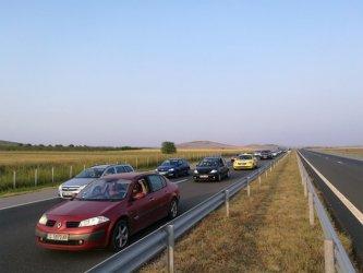 В последния от трите почивни дни: интензивен трафик в цялата страна