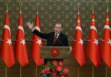 """Ердоган: Новият бюджет на Турция ще я спаси от """"триъгълника на злото"""""""