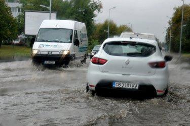 """Циклонът """"Зорбас"""" наводни Югоизточна България, но вече утихва"""