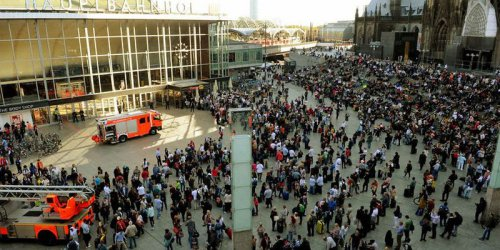 Полицията не изключва нападението в Кьолн да е било с терористичен мотив