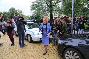 """Мая Манолова се оказа единствен проблем на """"скъпата таксиметрова компания"""" НСО"""