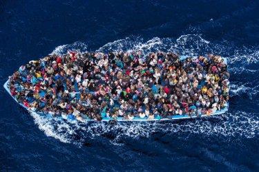 Над 100 000 мигранти са пристигнали в Европа през Средиземно море тази година