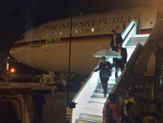 """Властите разследват """"криминална"""" причина за аварията на самолета на Меркел"""