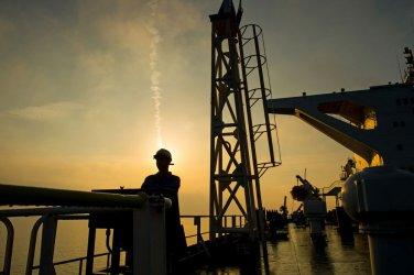 ОПЕК прогнозира нарастващ излишък на предлагането на петролните пазари