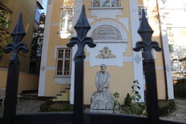 Общината засега се отказва да купува къщата на Яворов
