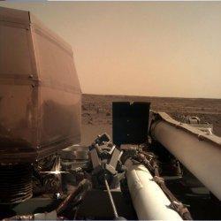"""""""ИнСайт"""" кацна на Марс след пътешествие от 484 милиона километра"""