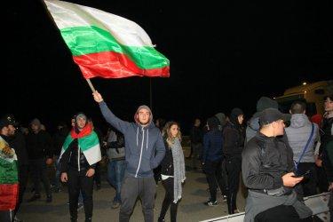 Вълната от протести не стихва, исканията се увеличават