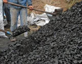 Въглища и дърва за огрев вече в опаковки, с етикети и сертификати