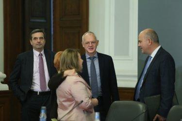 С резерви тристранката пусна Закона за социалните услуги към МС и парламента