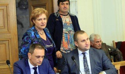 Менда Стоянова не оттегли лимита от 20 000 лв. по